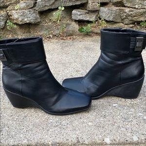 Bandolino black wedge boot size 9.5